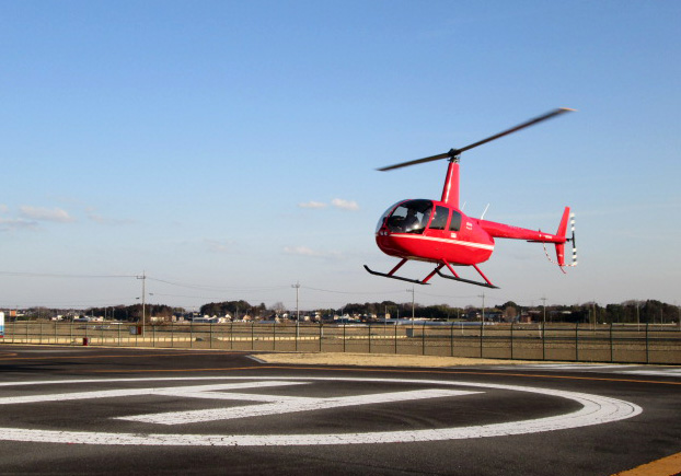 R44でヘリコプター免許取得の訓練中