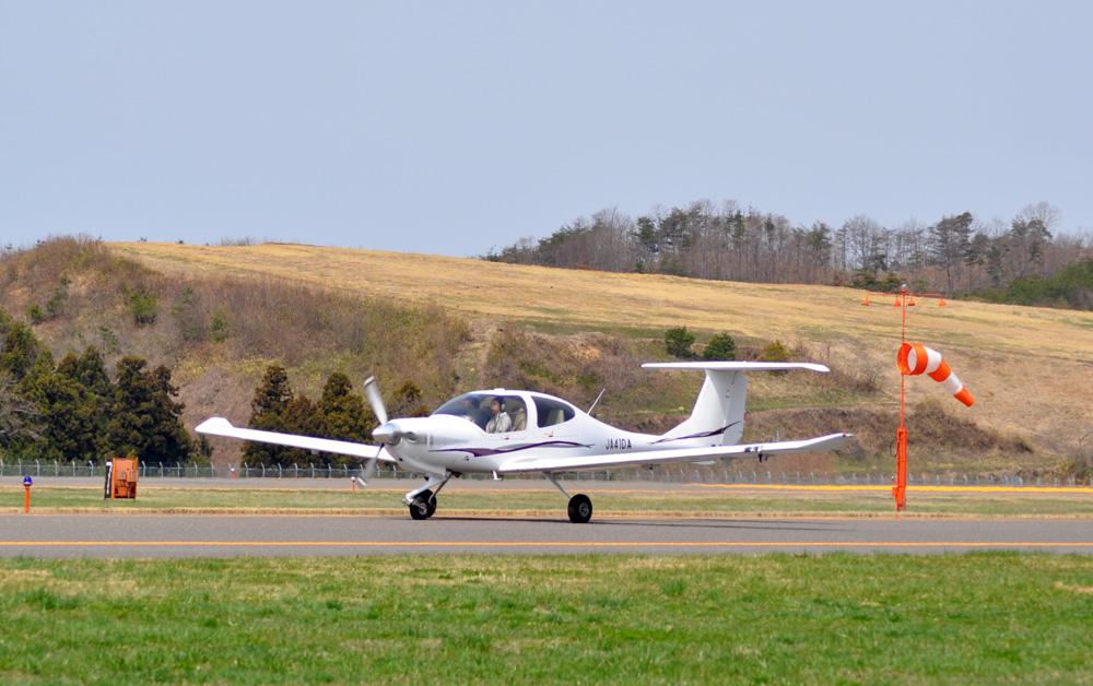 女性の飛行機訓練生