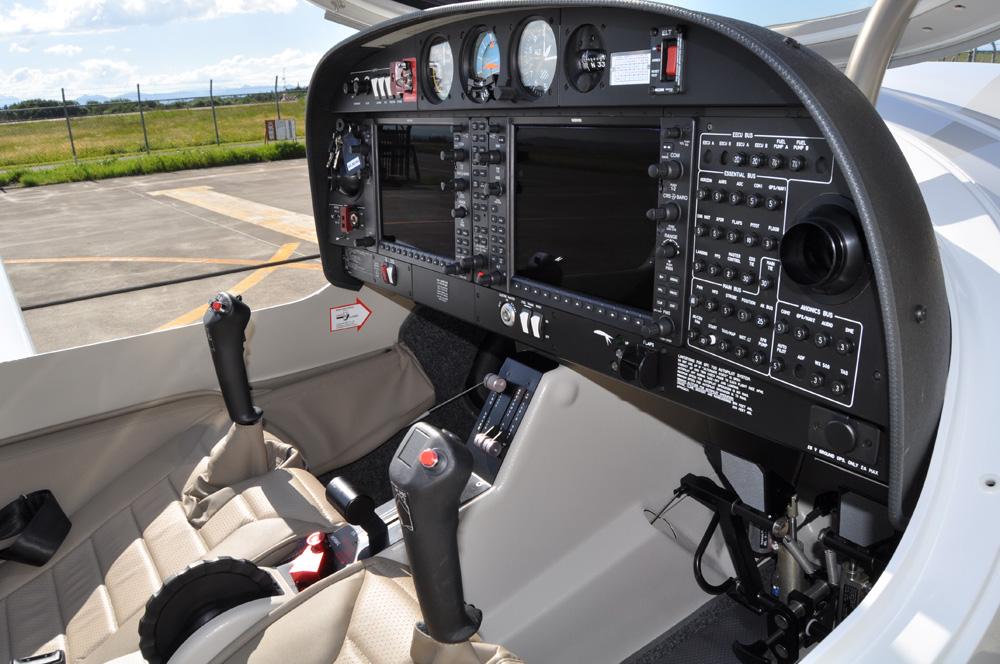 操縦装置4