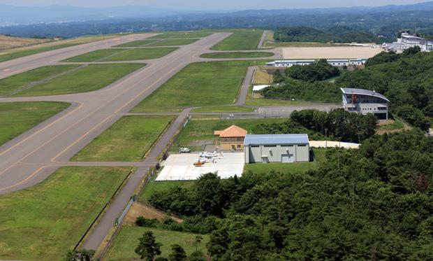 福島空港内のアルファーアビエィションの運航所